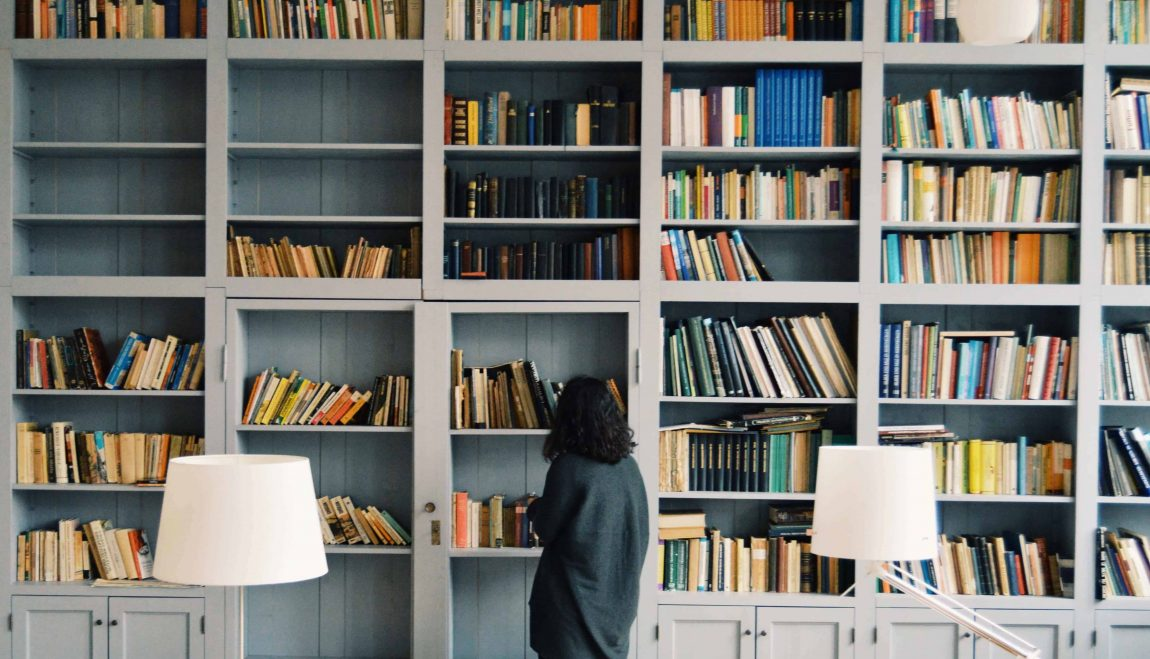How to declutter your books banner